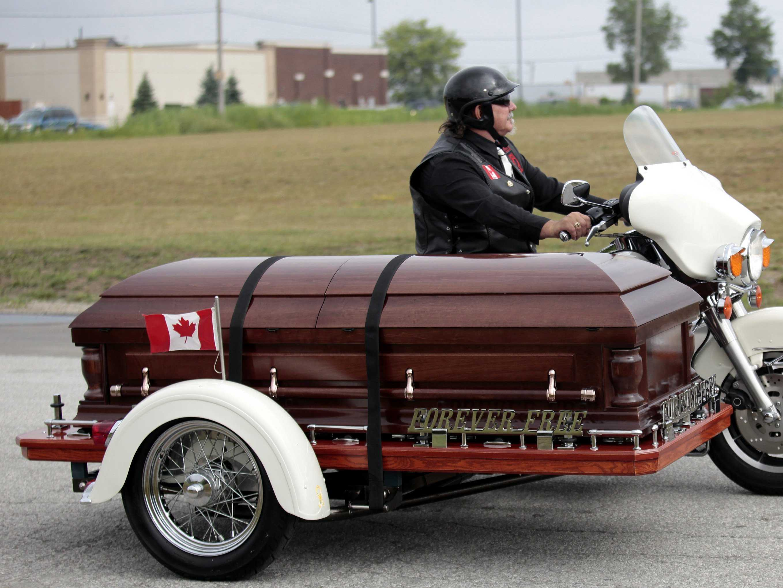 12-creative-caskets-that-puts-the-fun-in-funeral.jpg