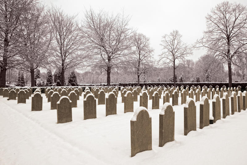military-cemetery-snow-21487595.jpg